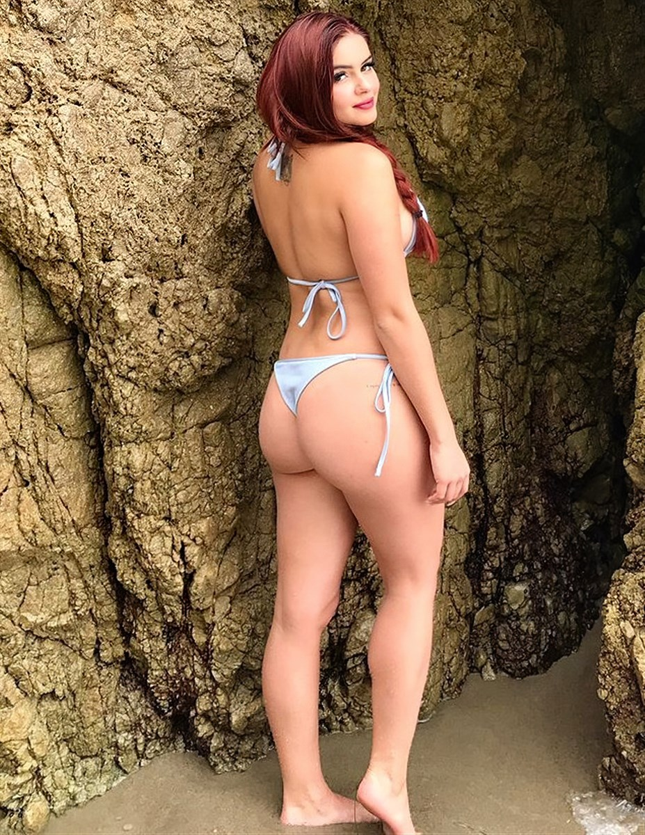 Ariel Winter's Ass In A Thong Ultimate Compilation