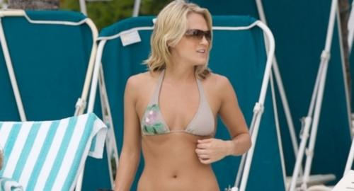 Carrie Underwood In A Gray Bikini Pictures