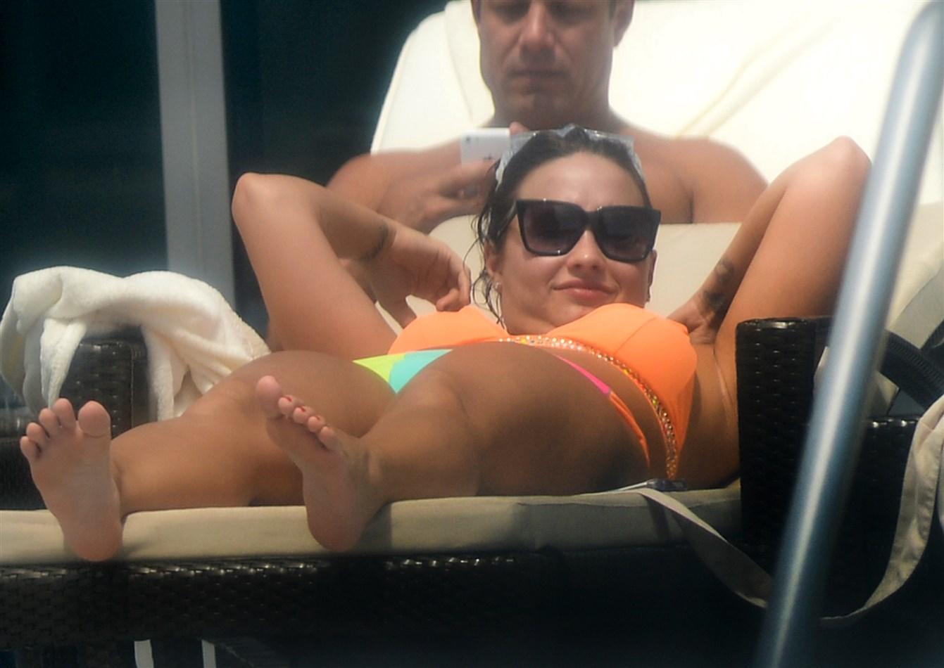 Demi Lovato Flaunts Her Crotch In A Bikini