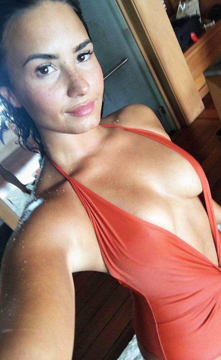 Demi Lovato Leaks New Set Of  Nude Photos