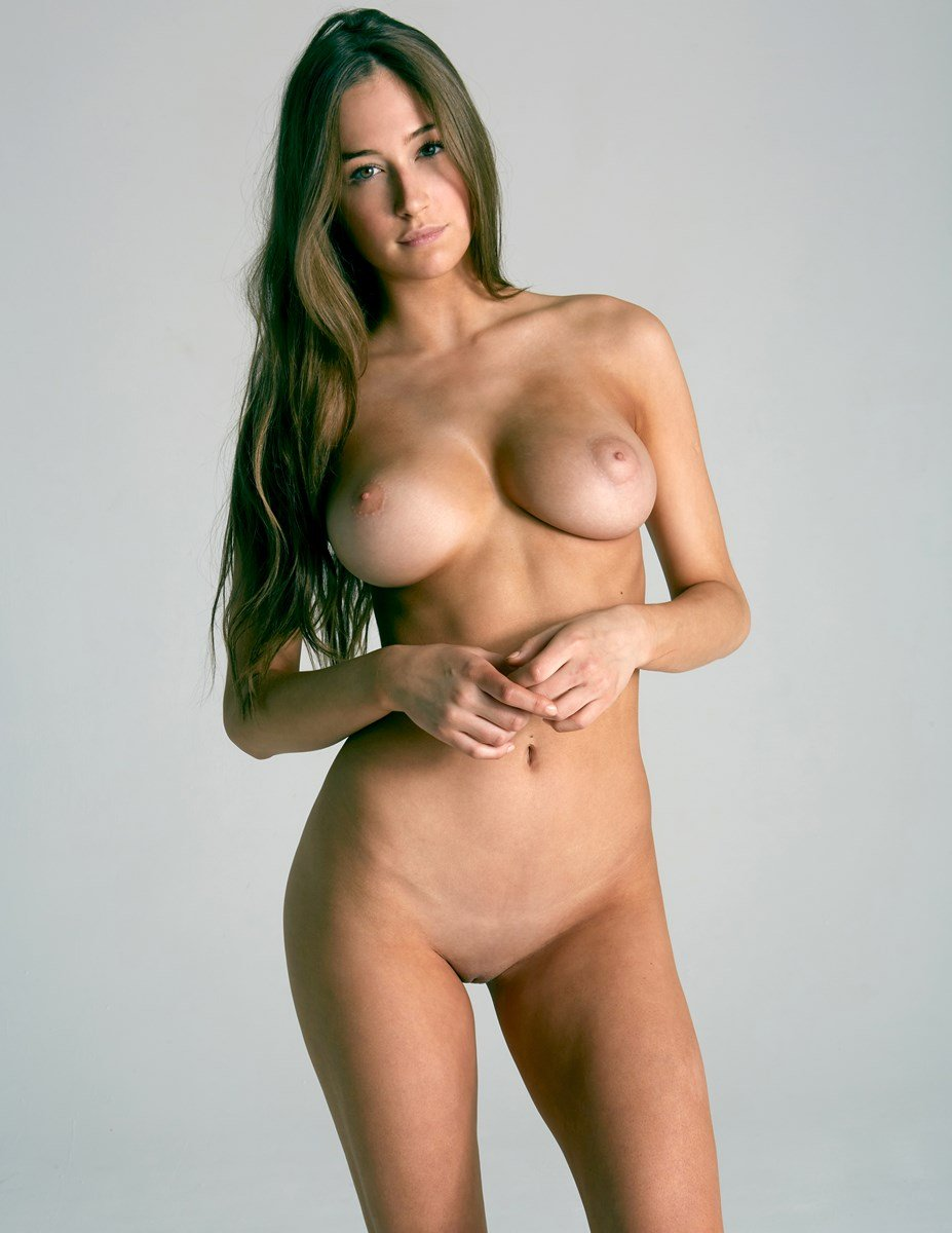Elsie Hewitt Fully Nude And Clean Shaven Photo Shoot