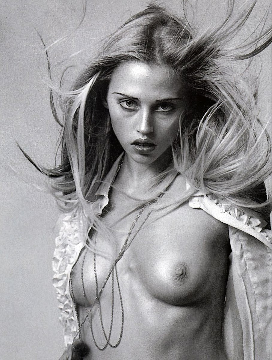 Estella Warren Nude Photos Ultimate Collection