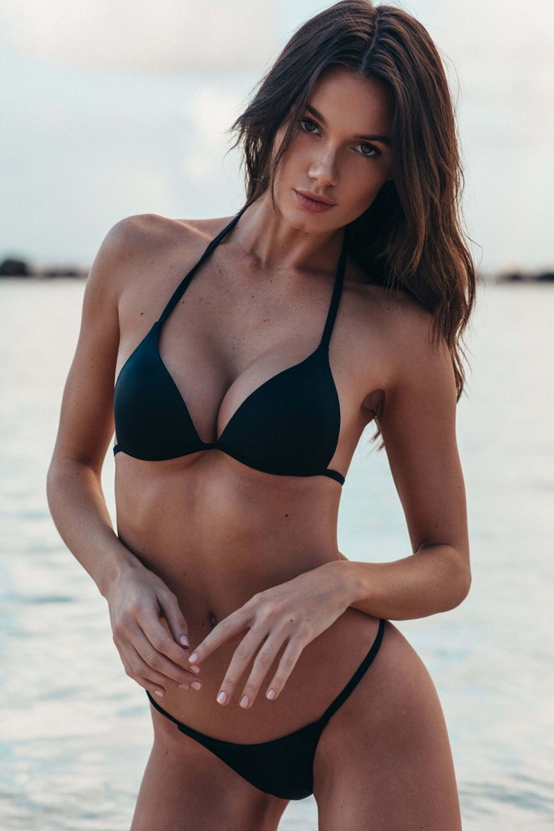 Hailey Outland Nips, Tits, And Ass Pics Collection