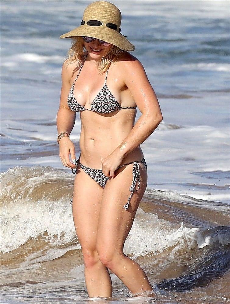 Hilary Duff Bikini Candids From Hawaii