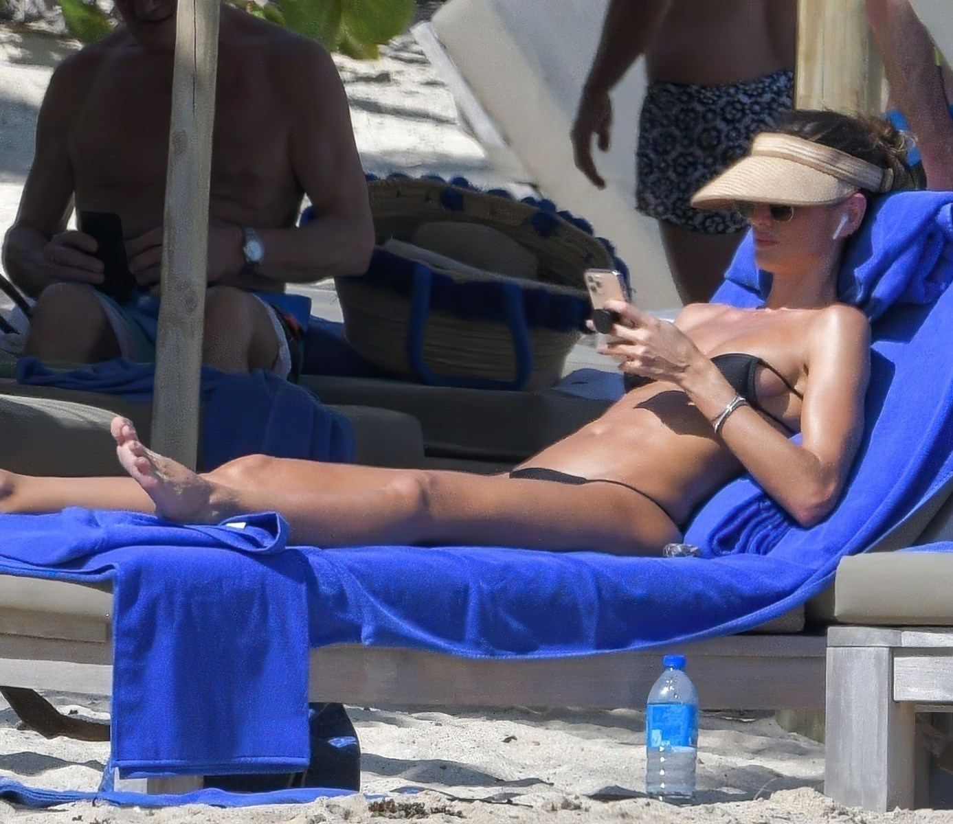 Izabel Goulart Candid Nude Vacation Photos