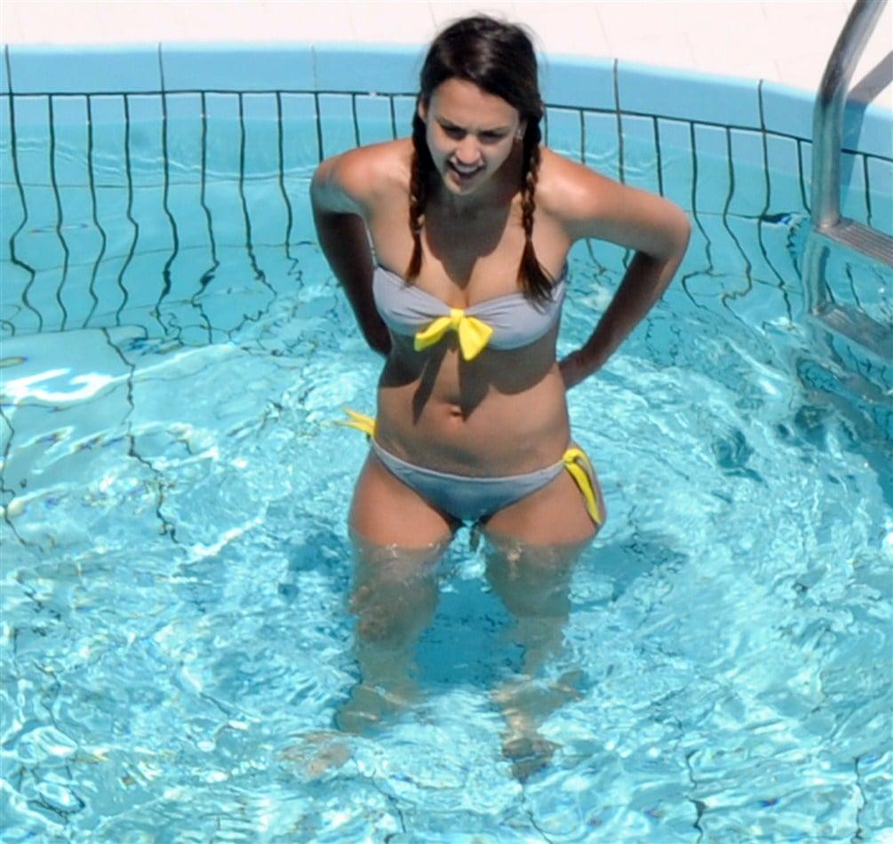 More Jessica Alba Italian Bikini Pics