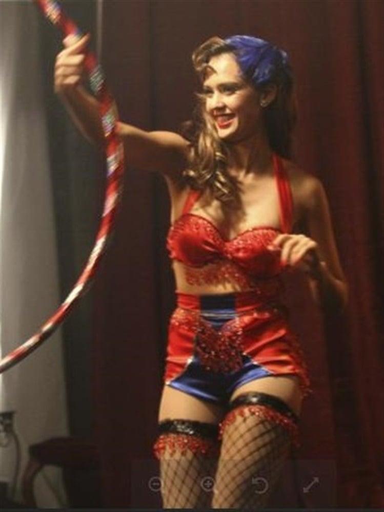 Jessica Alba Humps A Hula Hoop
