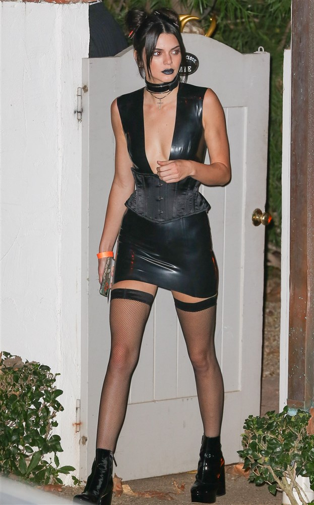 Kendall Jenner In A Tight Latex Black Dress With Fishnet Stockings