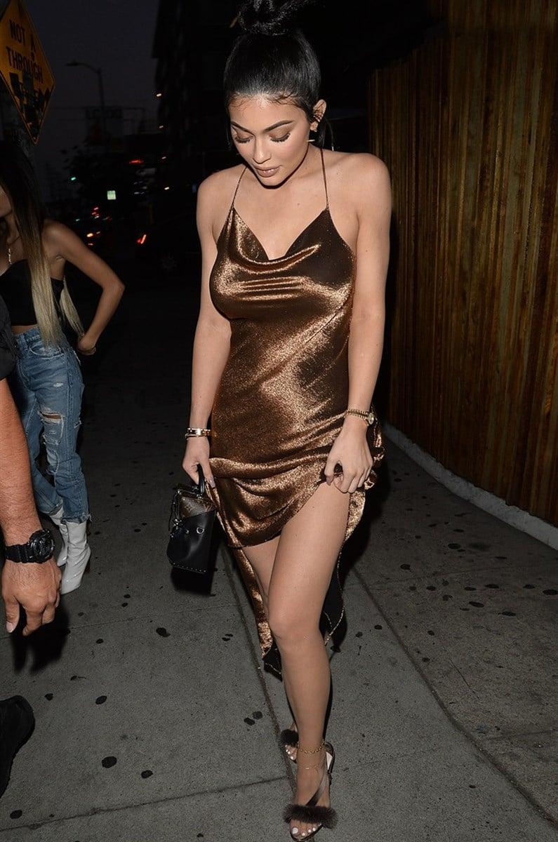 Kylie Jenner New Big Boobs Secret Revealed