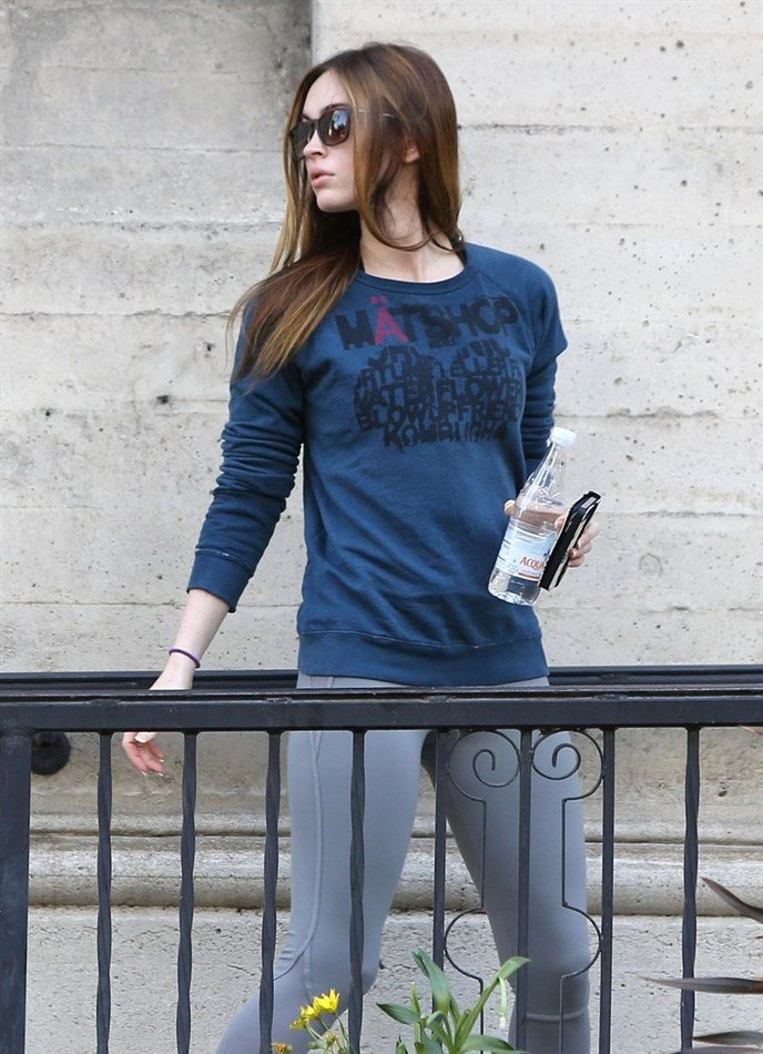 Megan Fox Still Looking Tight While In Yoga Pants