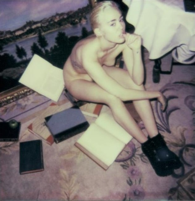 New Miley Cyrus Completely Nude Photos Leaked