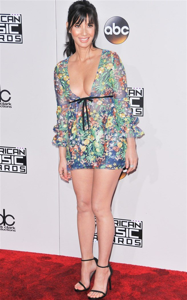 Olivia Munn Flaunts Her Nipples In A See Thru Dress At The AMAs