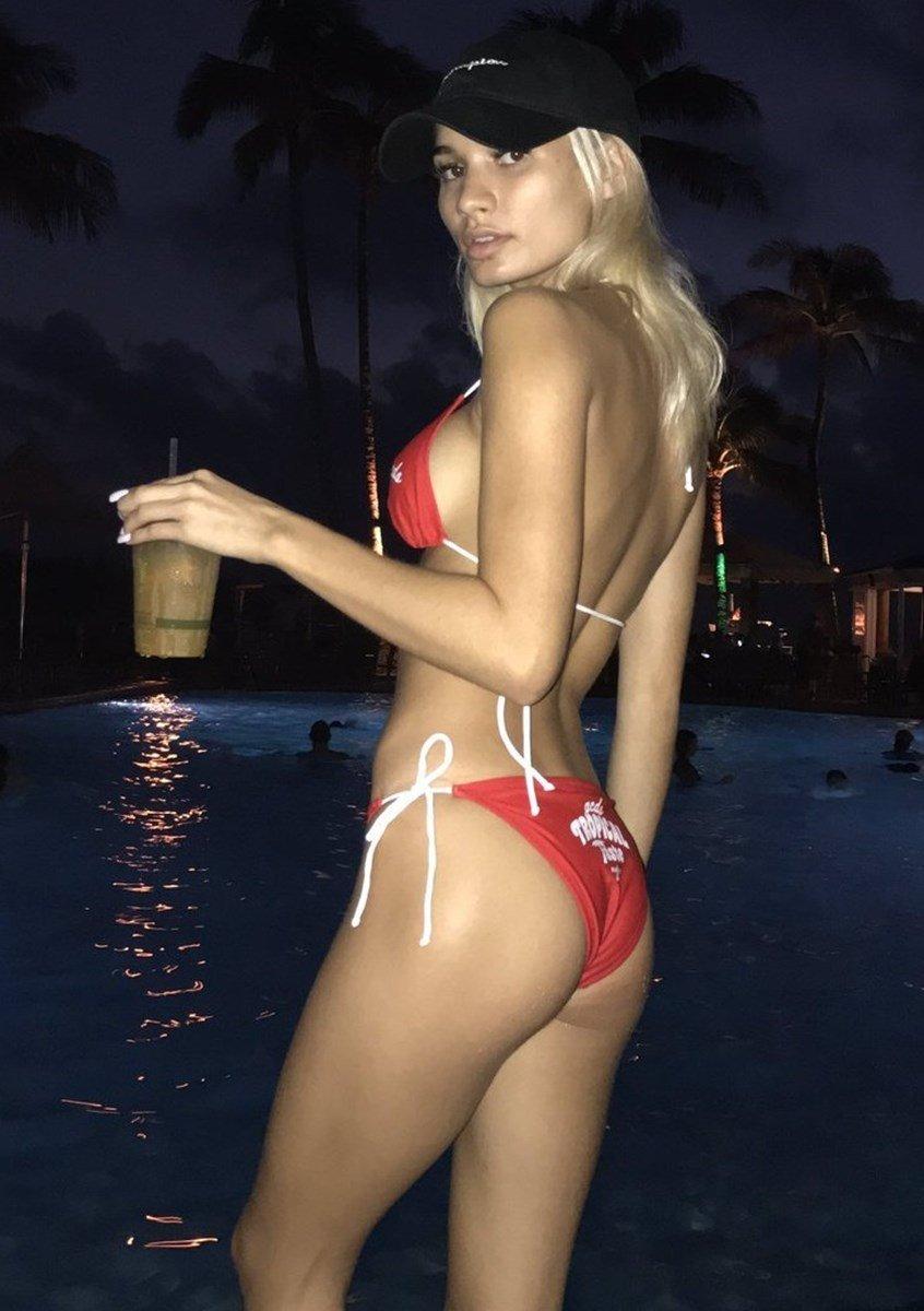 Pia Mia Shows Her Tight Ass In A Tiny Thong Bikini