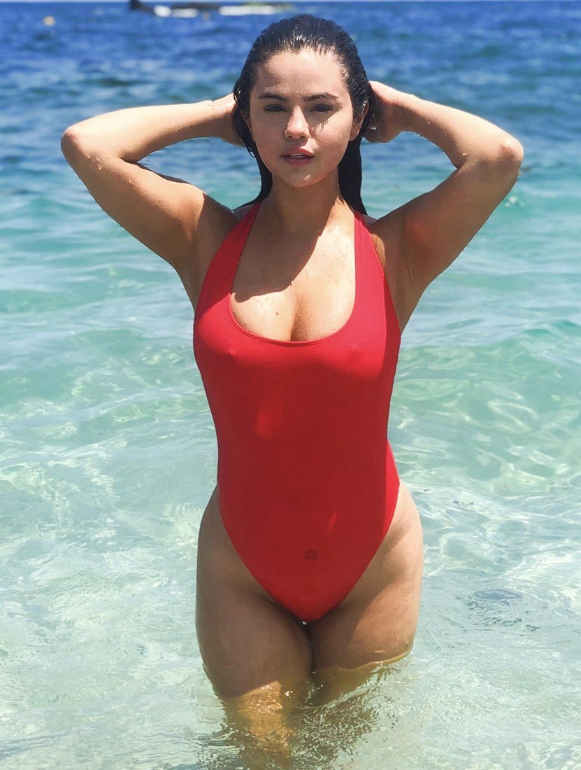 Selena Gomez's Fat Tits And Ass In A Swimsuit