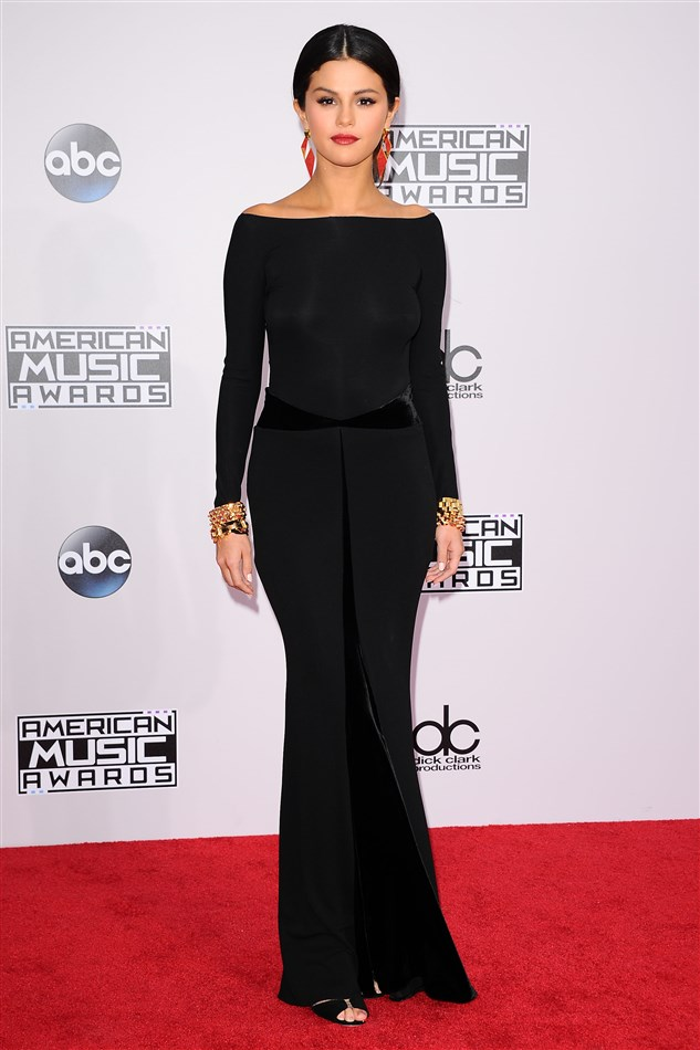 Selena Gomez In No Bra Embarrasses Herself At The AMAs