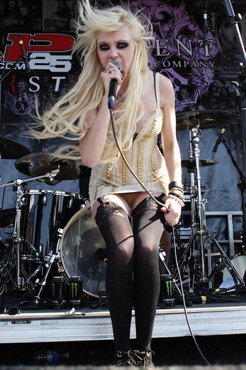 Taylor Momsen Upskirt Sets Good Example