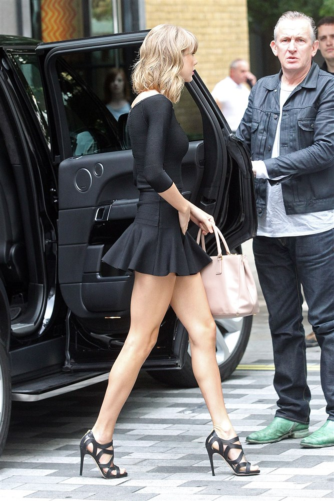 Taylor Swift Mocks The British In A Short Skirt