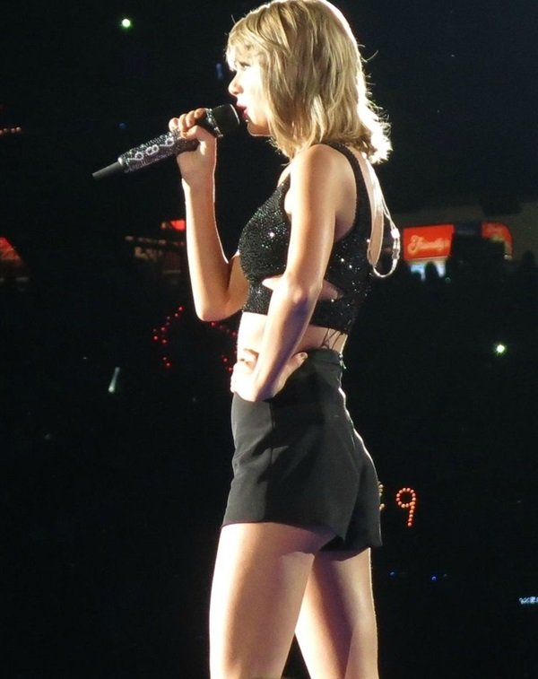 Taylor Swift Flashes Her Butt Cheek In Concert