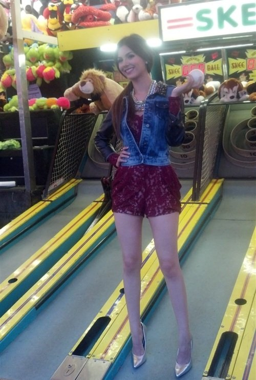 Victoria Justice Caught Cheating At Skee-Ball