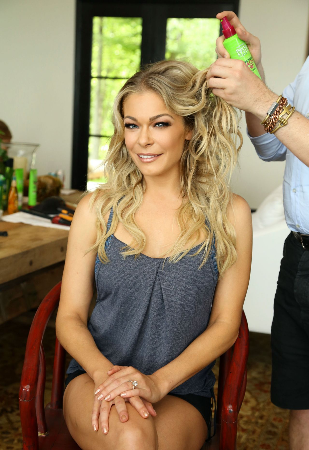 LeAnn Rimes Hair Style Getting Dolled Up At Home For The