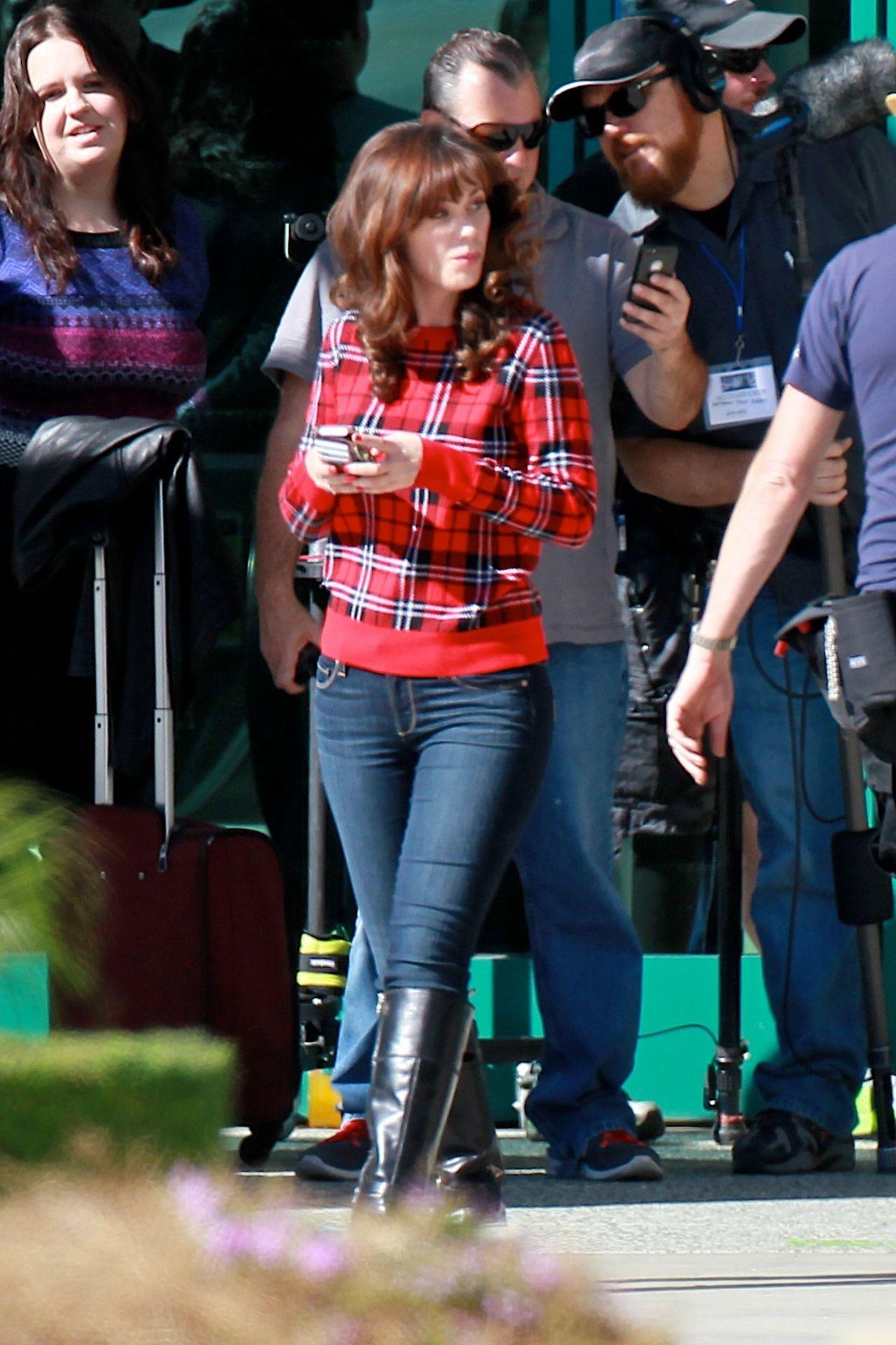 Zooey Deschanel New Girl Set Photos Los Angeles Nov
