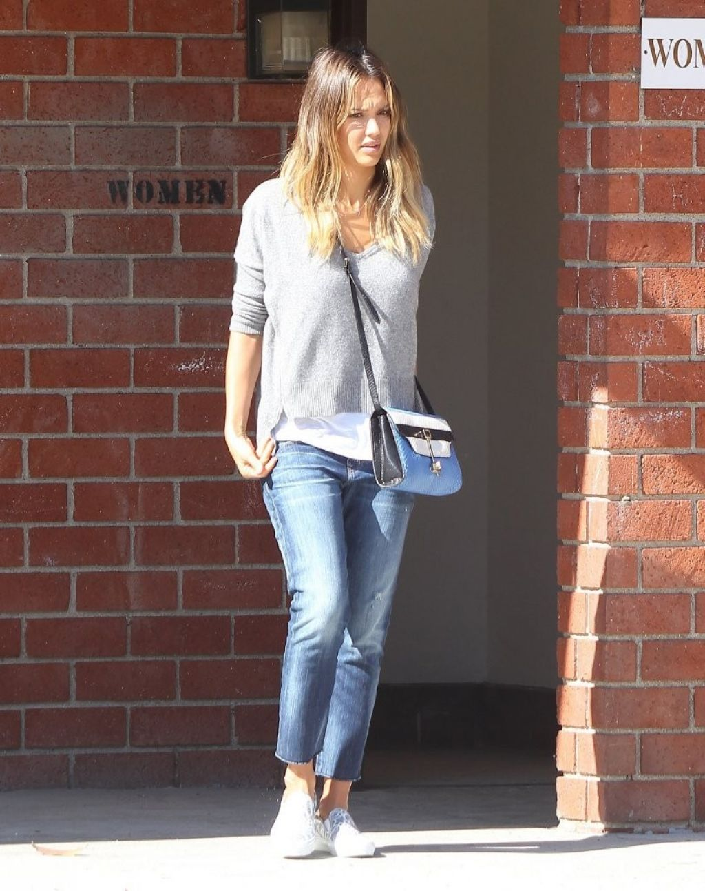 Jessica Alba Casual Style Coldwater Canyon Park In