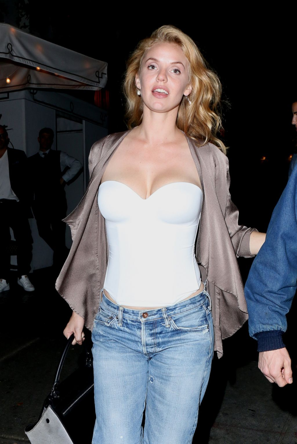 Kelli Garner Night Out Style At The Chateau Marmont In