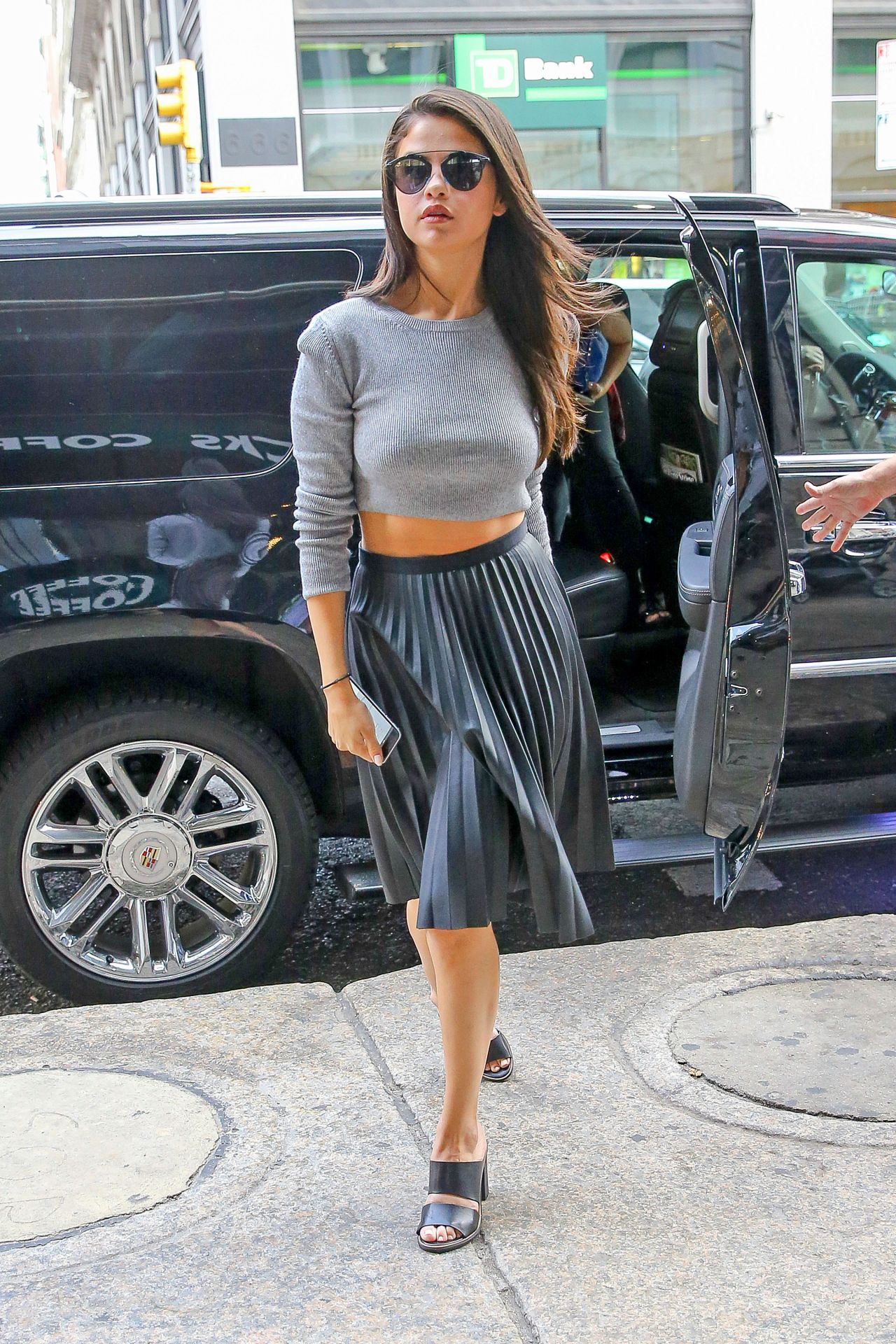 Selena Gomez Casual Style Out In NYC August 2015