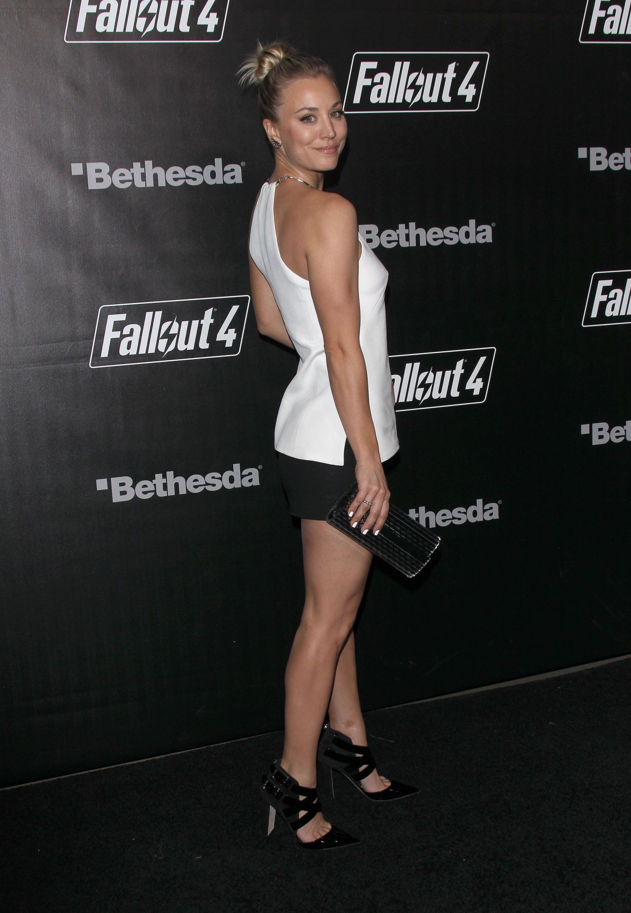 Kaley Cuoco Fallout 4 Video Game Launch Event In Los Angeles