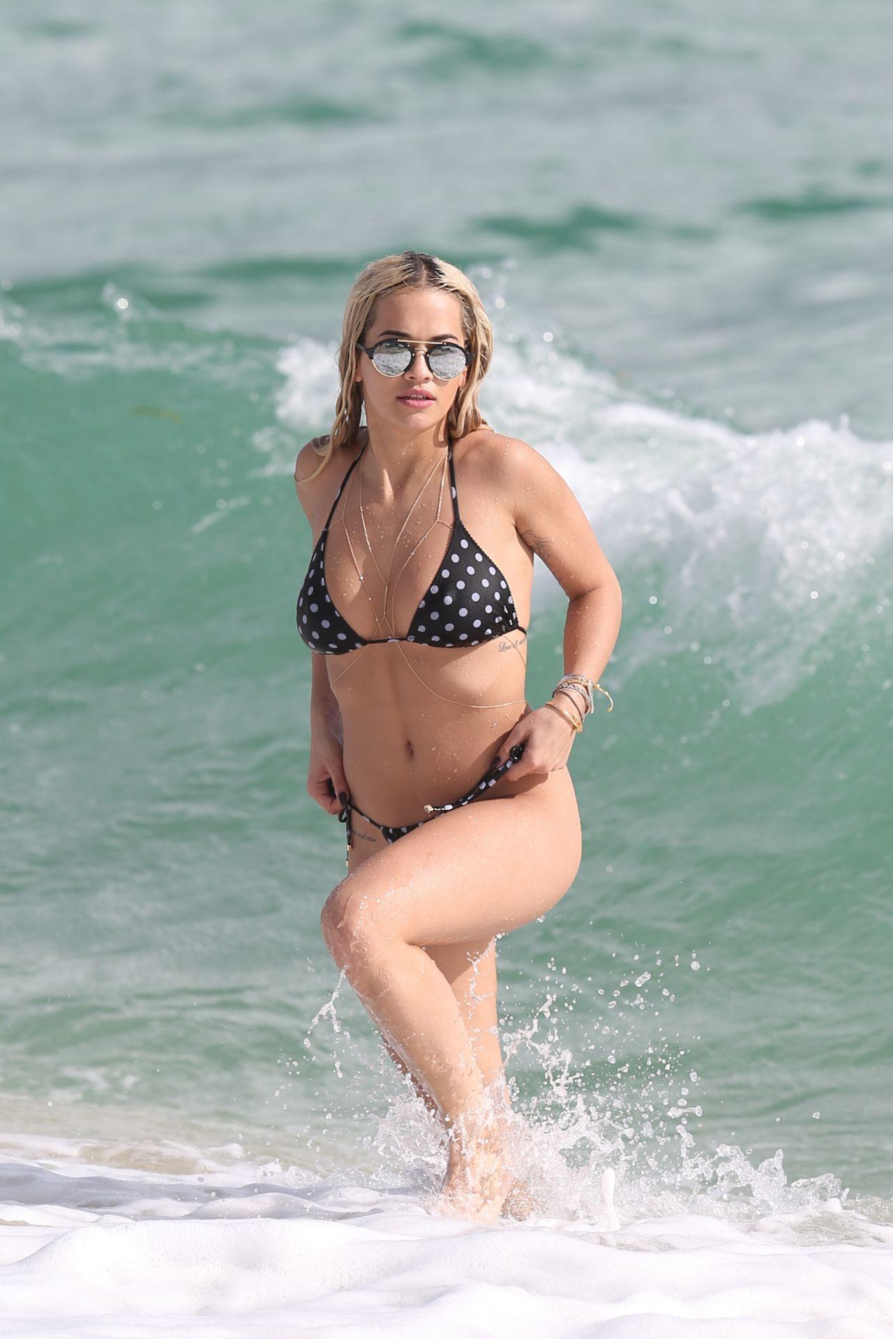 Rita Ora Hot In A Bikini Beach In Miami 12302015