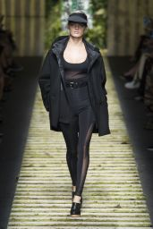 Isabeli Fontana - MaxMara Show at Milan Fashion Week, September 2016