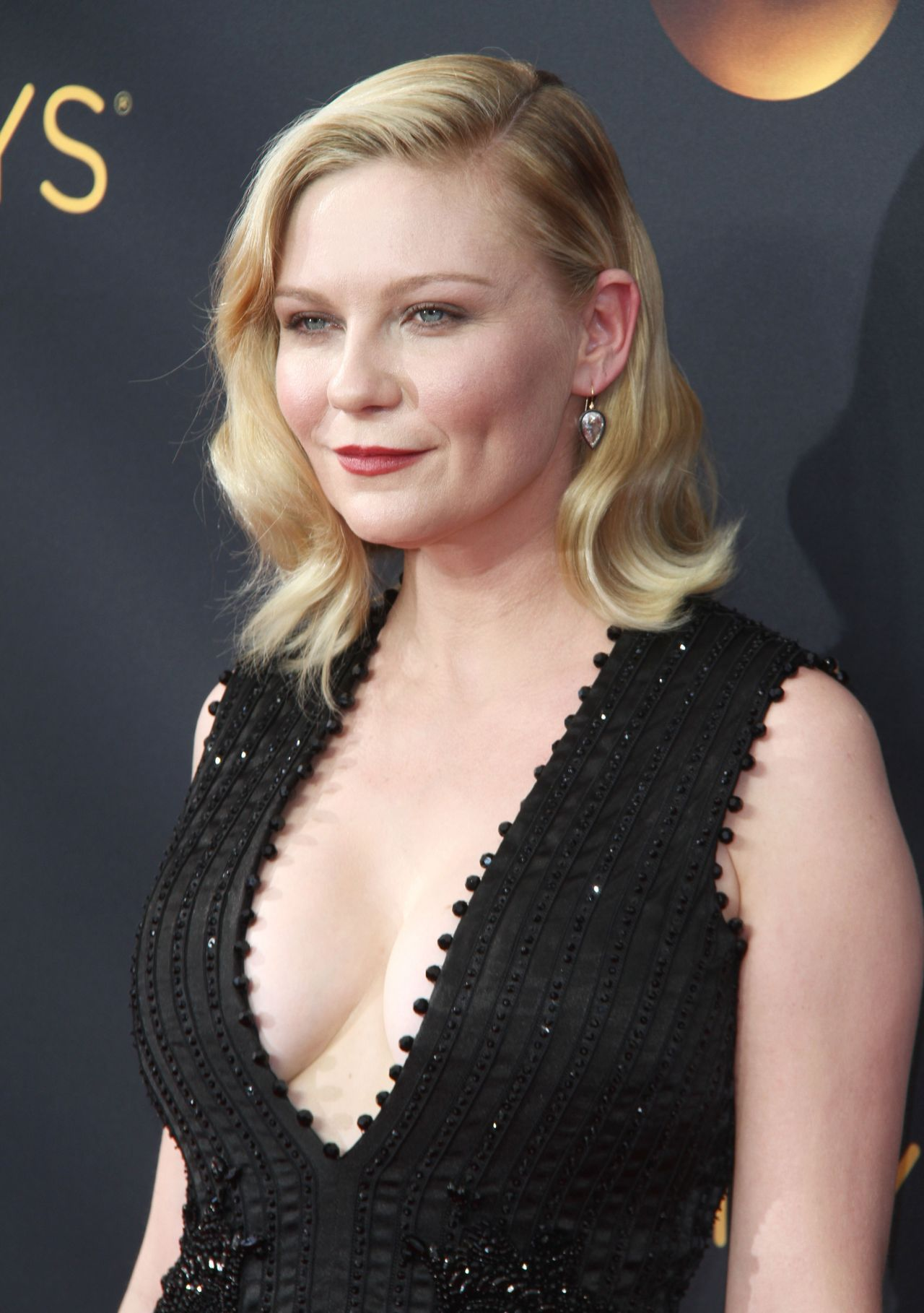 Kirsten Dunst 68th Annual Emmy Awards In Los Angeles 09