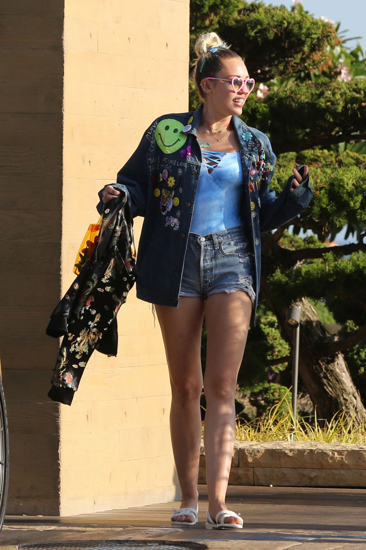 Miley Cyrus Out In Malibu 09052016