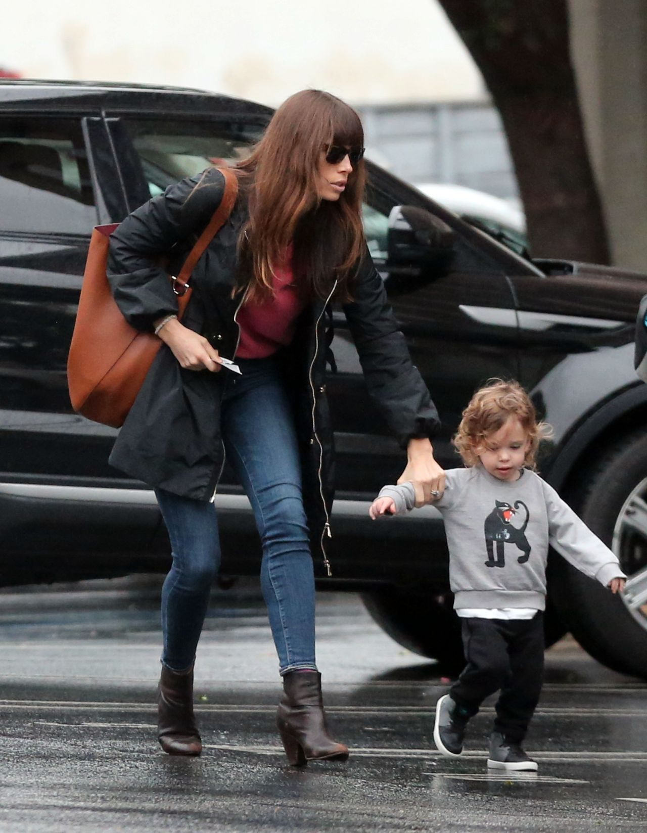Jessica Biel Out With Her Son In Santa Monica 27 2017