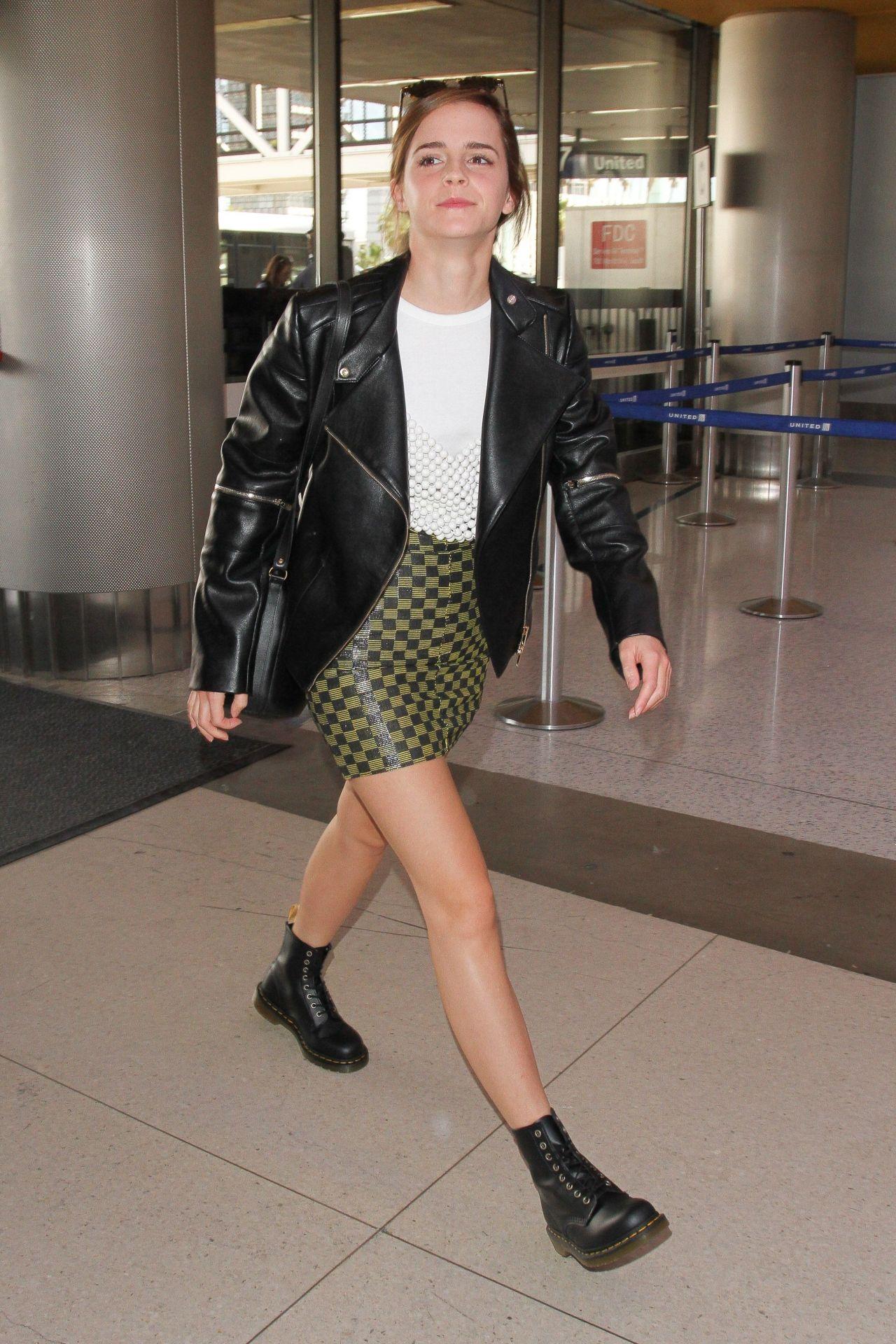emma-watson-leggy-in-mini-skirt-arrives-at-los-angeles-international-airport-3-7-2017-6.jpg (1280×1920)