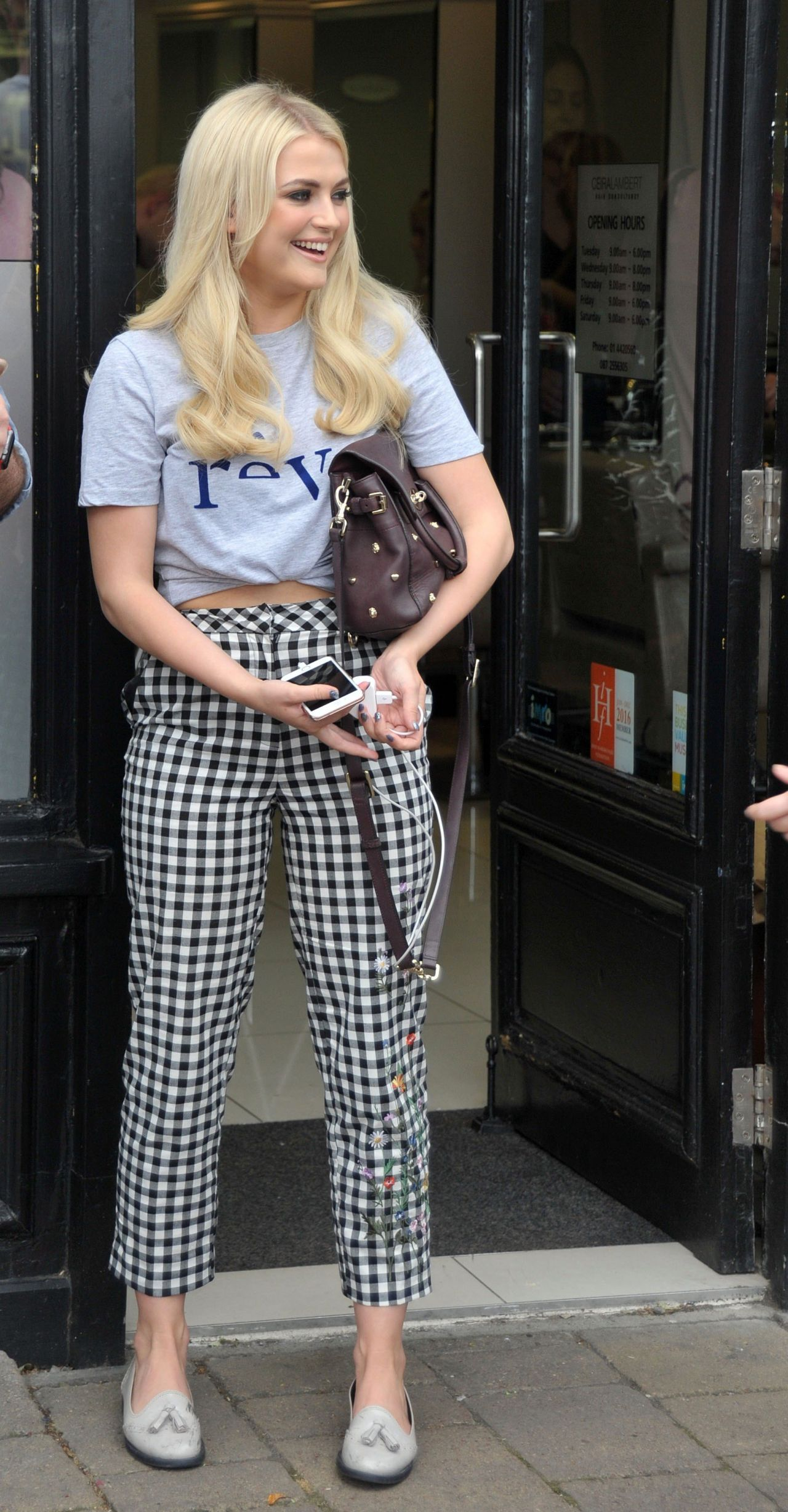 lucy-fallon-cute-style-at-ceira-lamberts-hair-salon-in-shankill-village-dublin-06-17-2017-3.jpg (1280×2456)
