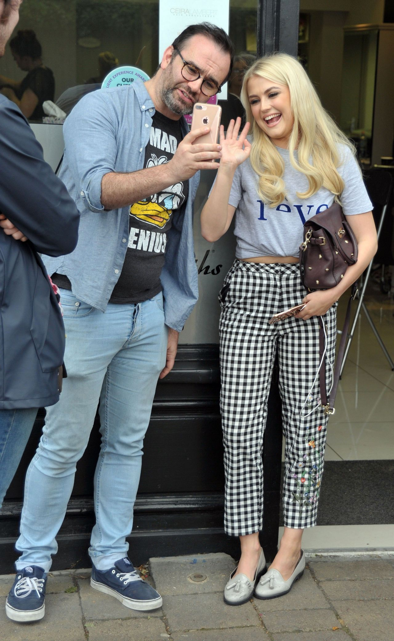 lucy-fallon-cute-style-at-ceira-lamberts-hair-salon-in-shankill-village-dublin-06-17-2017-4.jpg (1280×2083)