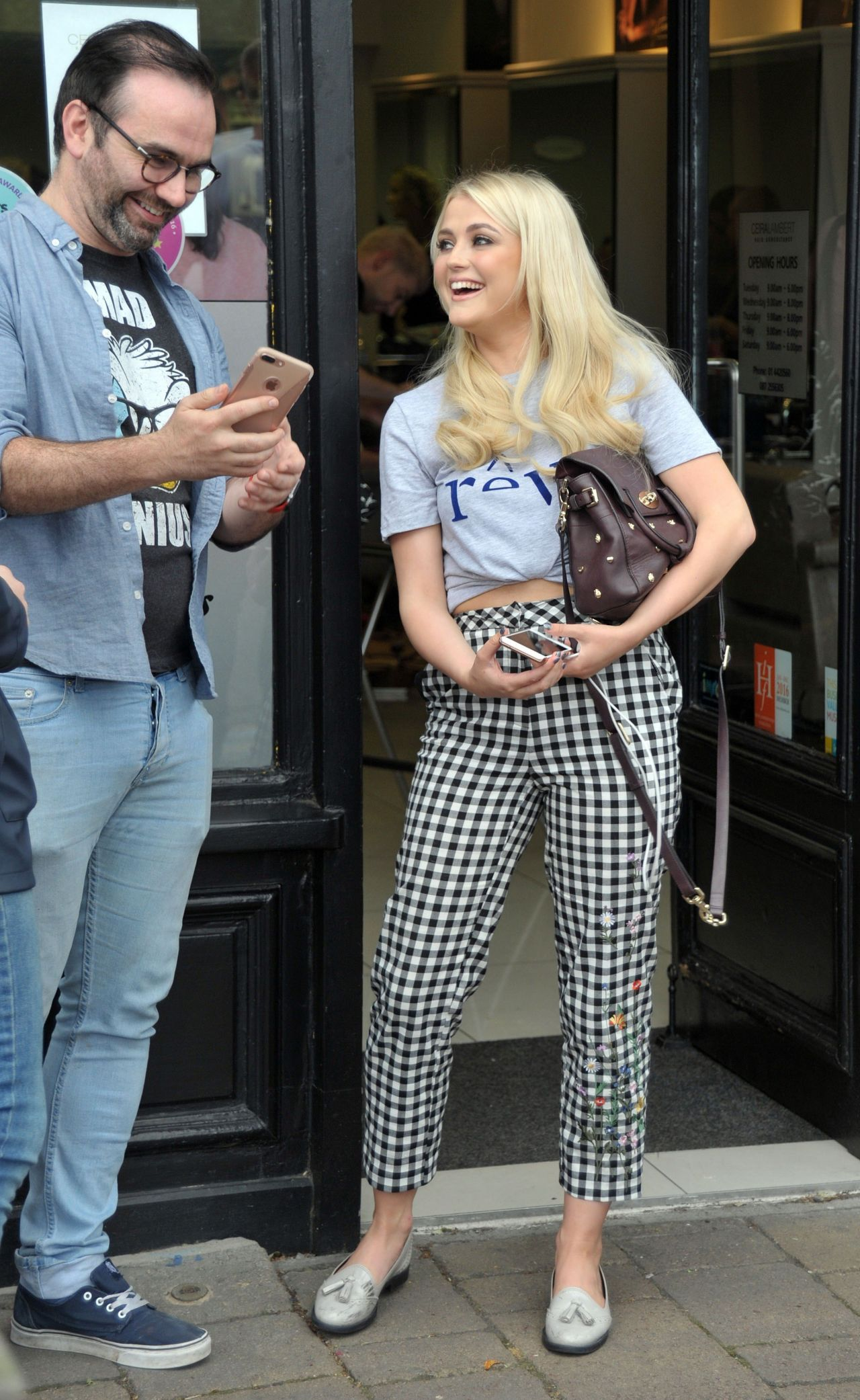 lucy-fallon-cute-style-at-ceira-lamberts-hair-salon-in-shankill-village-dublin-06-17-2017-5.jpg (1280×2083)