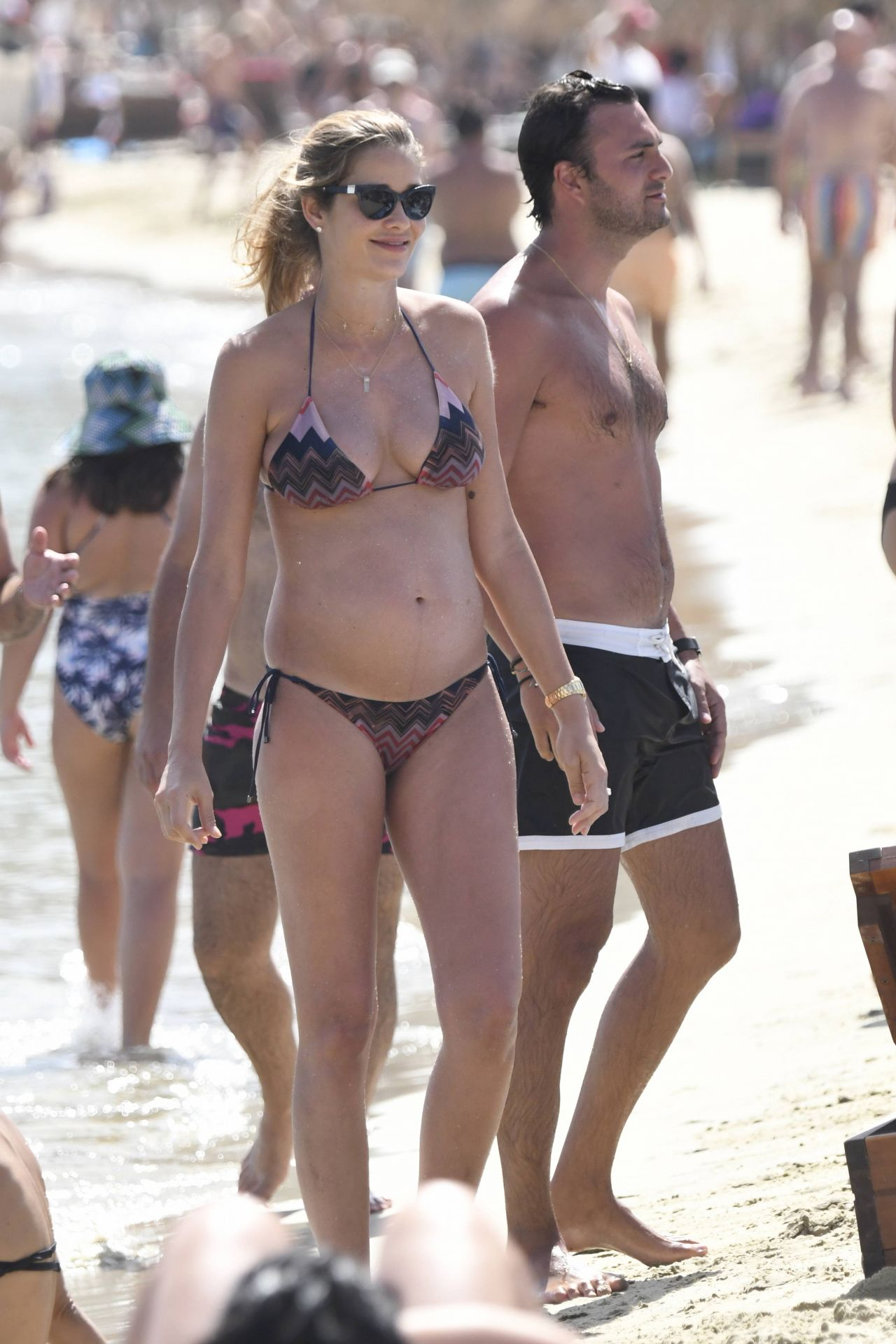 alessandra-ambrosio-and-ana-beatriz-barros-bikini-candids-mykonos-greece-07-01-2017-21.jpg (1280×1920)