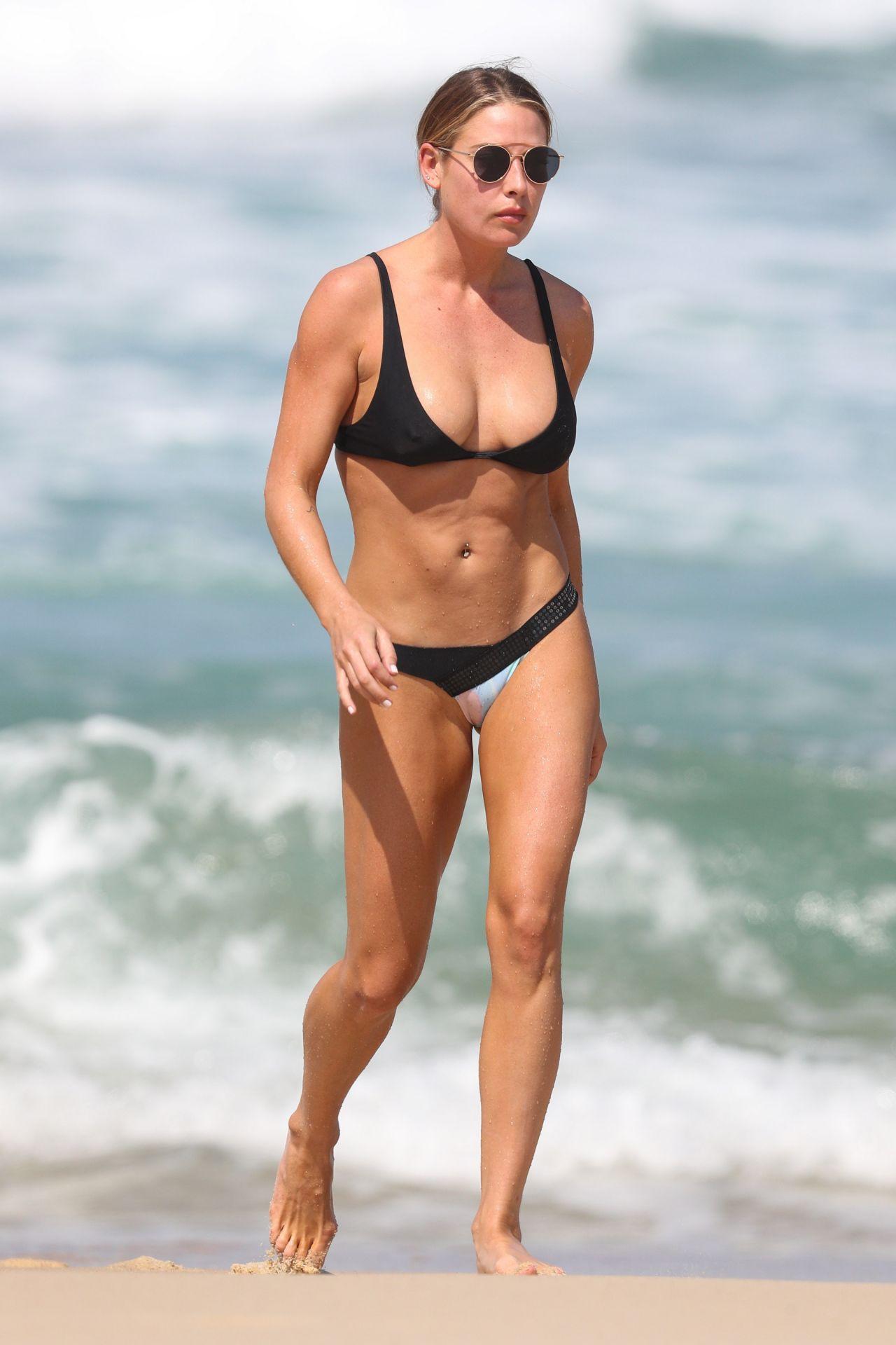 Lisa Clark In Bikini Sydney Beach 09 21 2017