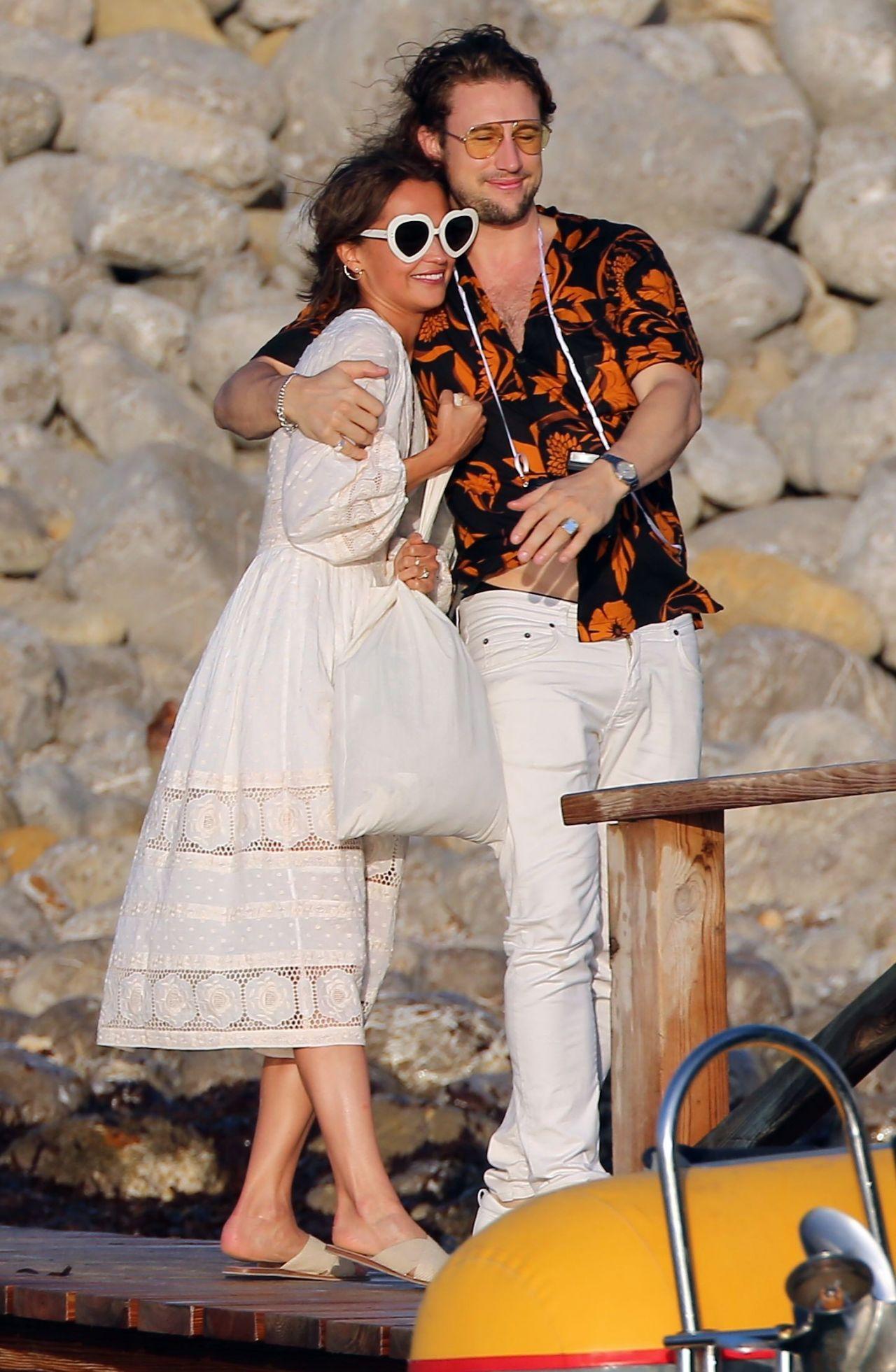 Alicia Vikander Enjoying A Beach Party In Ibiza 10142017