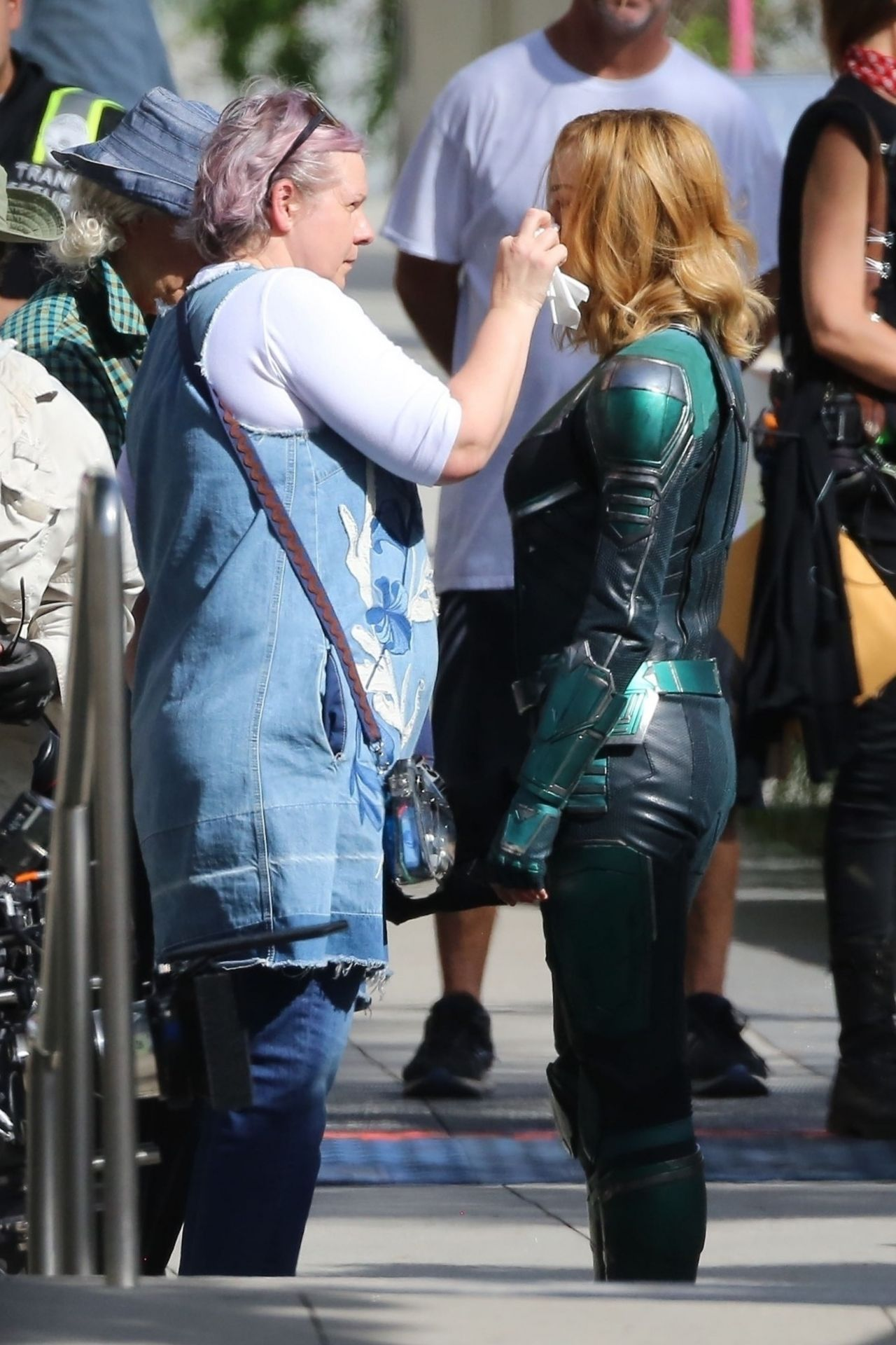 Brie Larson Captain Marvel Movie Set In Los Angeles 05