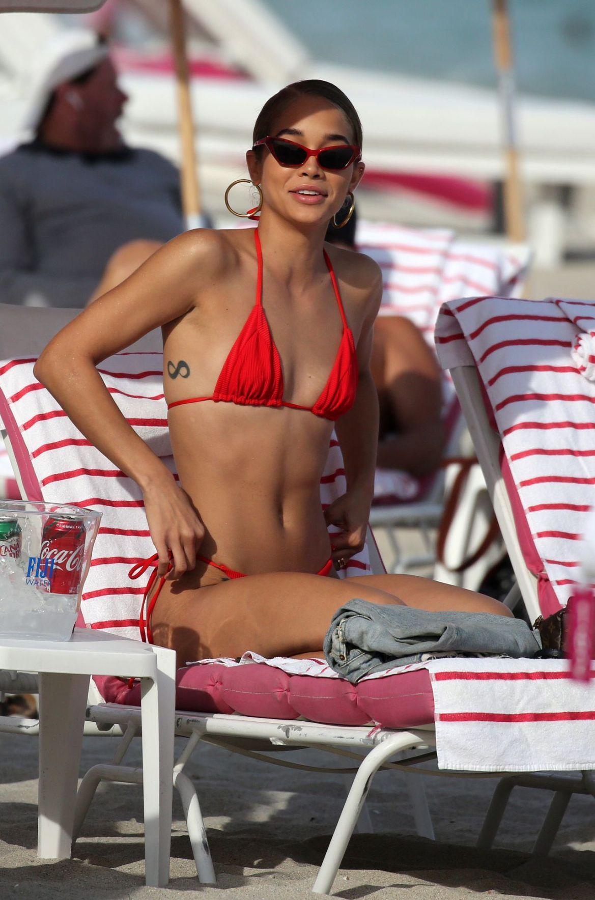 Jasmine Sanders in a Red Bikini 11/29/2018