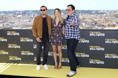 "Margot Robbie – ""Once Upon a Time in Hollywood"" Photocall ..."