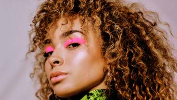 Ella Eyre releases new single 'Dreams'