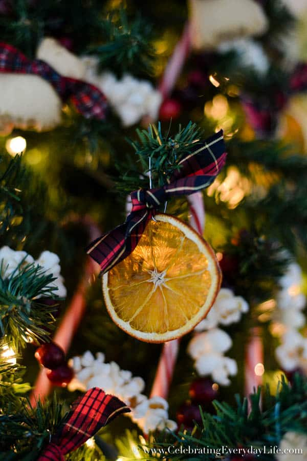 How to Decorate a Kitchen Christmas Tree