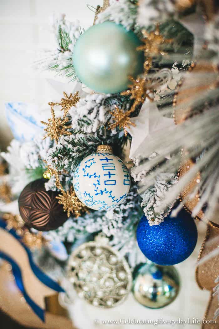 how to decorate a spectacular and cheap christmas garland blue white christmas garland - Cheap Christmas Garland