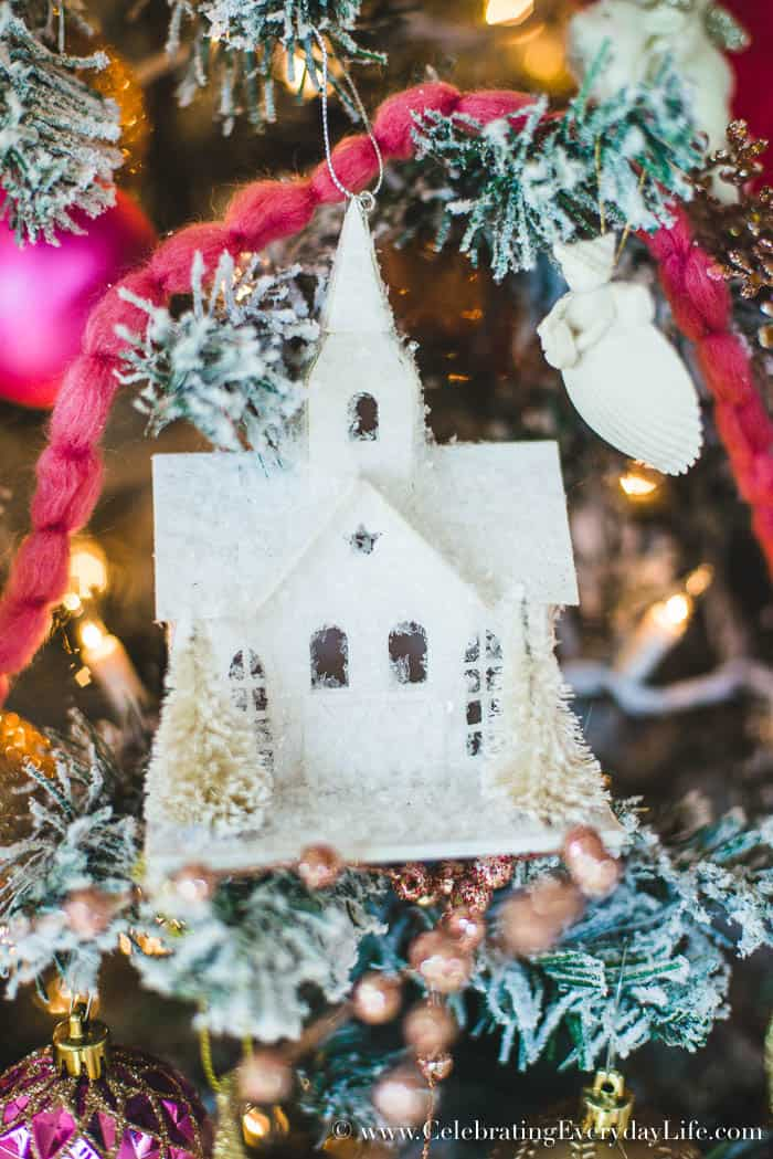 How to Make Your Shabby Chic Christmas Tree Spectacular