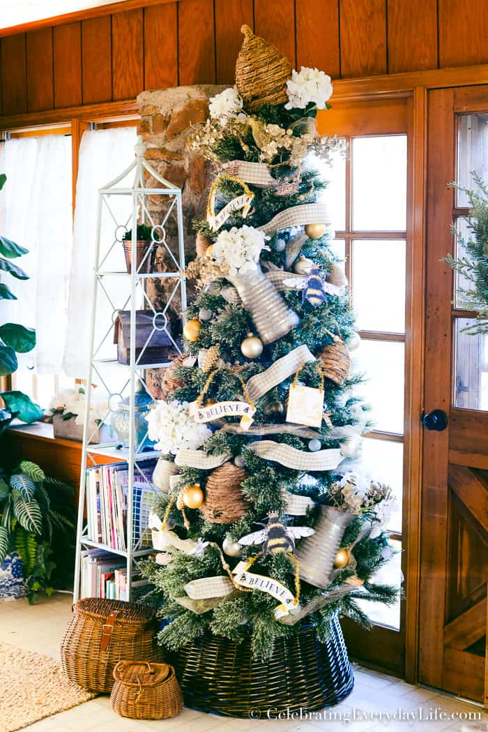how to decorate a bee themed christmas tree