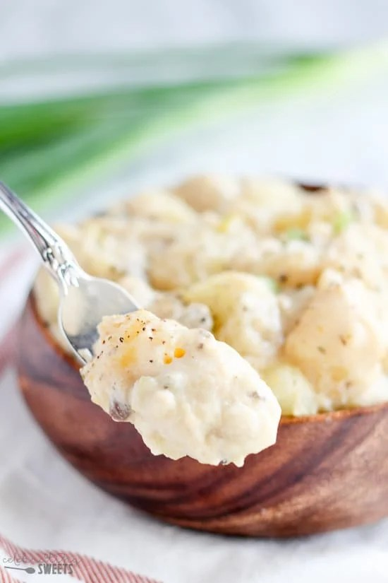 Creamy Cheesy Slow Cooker Potatoes - Slow cooked creamy potatoes ...